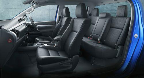 トヨタ 新型ハイラックス 2017年型 内装